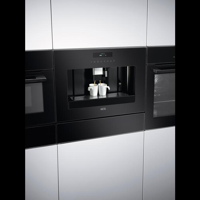 AEG - Indbygnings kaffe-/espressomaskine - KKE884500B