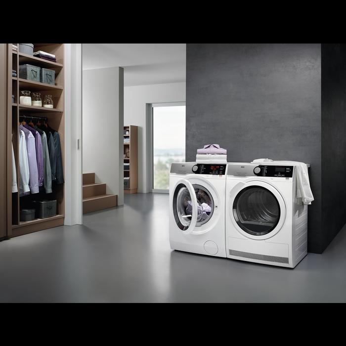 AEG - Front loader washing machine - L7FEE942R