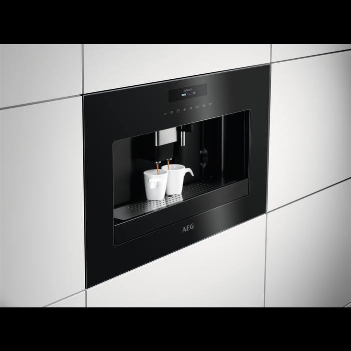 AEG - Inbyggd espressomaskin - KKE884500B