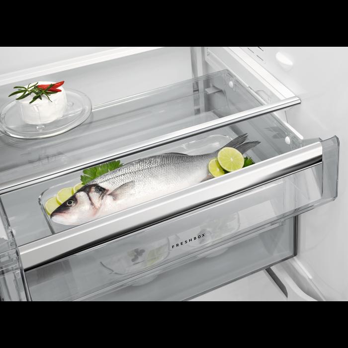 AEG - Jääkaappi - Vapaasti sijoitettava - RKE83924MW